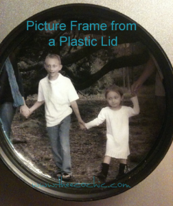 Picture Frame from a Plastic Lid #freefromtrash